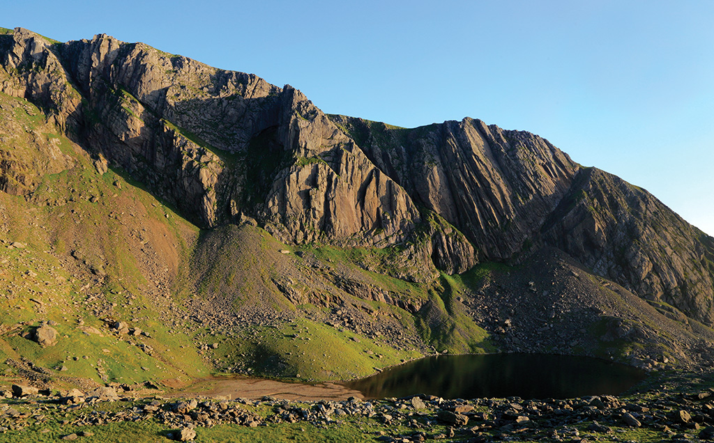 Clogwyn Du'r Arddu (Cloggy) on a fine evening. Photo: © David Simmonite