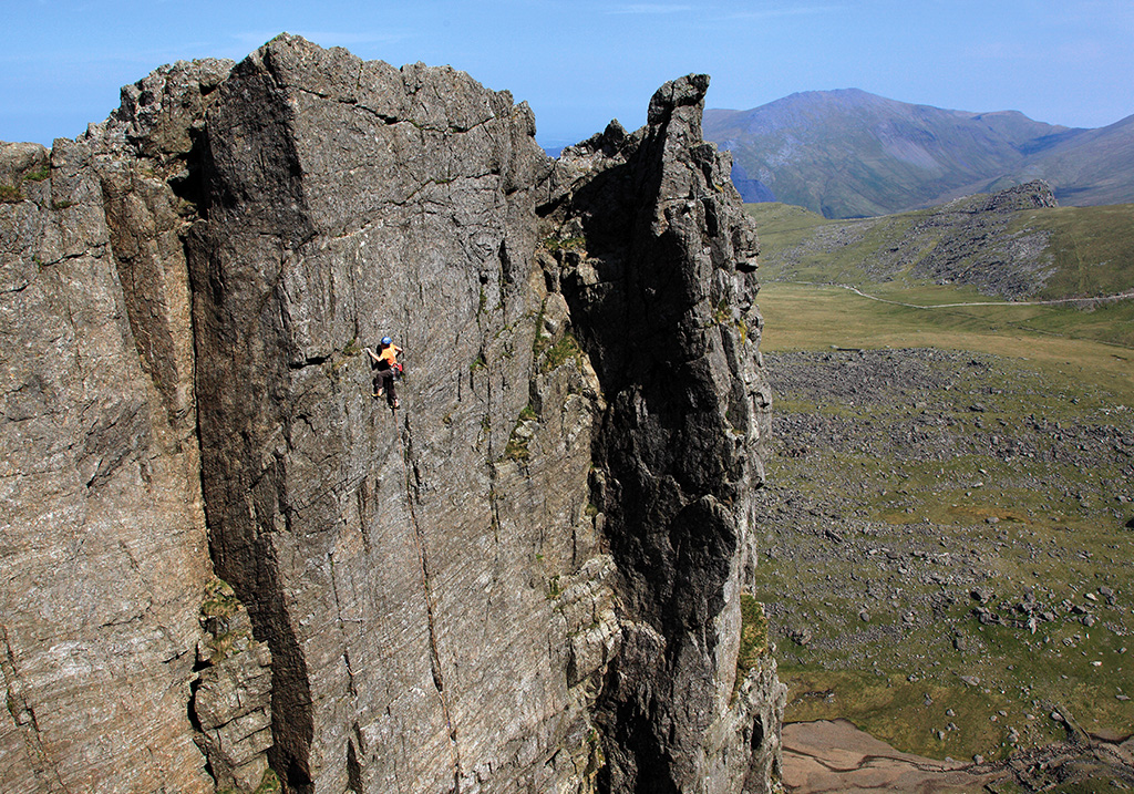 Chris Todd on the superbly positioned top pitch of Shrike (E2 5c). Photo: © Mike Hutton / www.mikehuttonimages.com