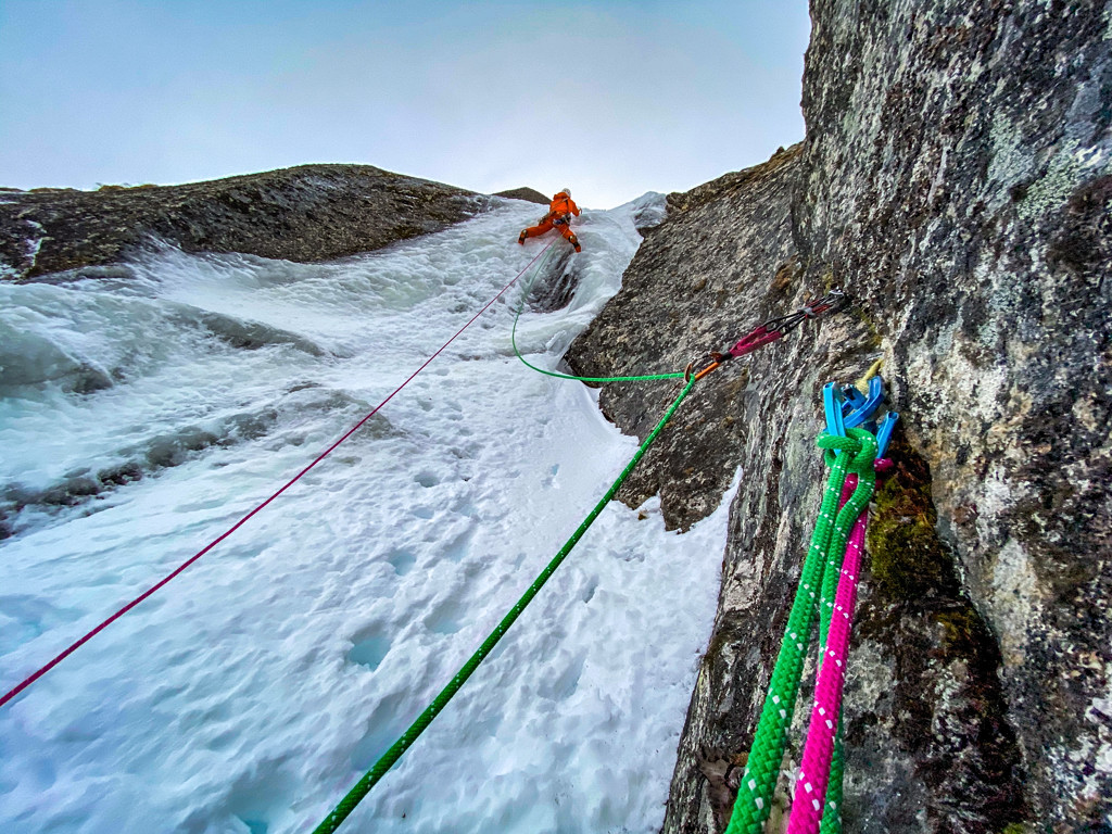 Greg Boswell and Jeff Mercier's opening gambit; Jeff Mercier leading on Terrible Twos, 120m (IX 10). Photo Greg Boswell