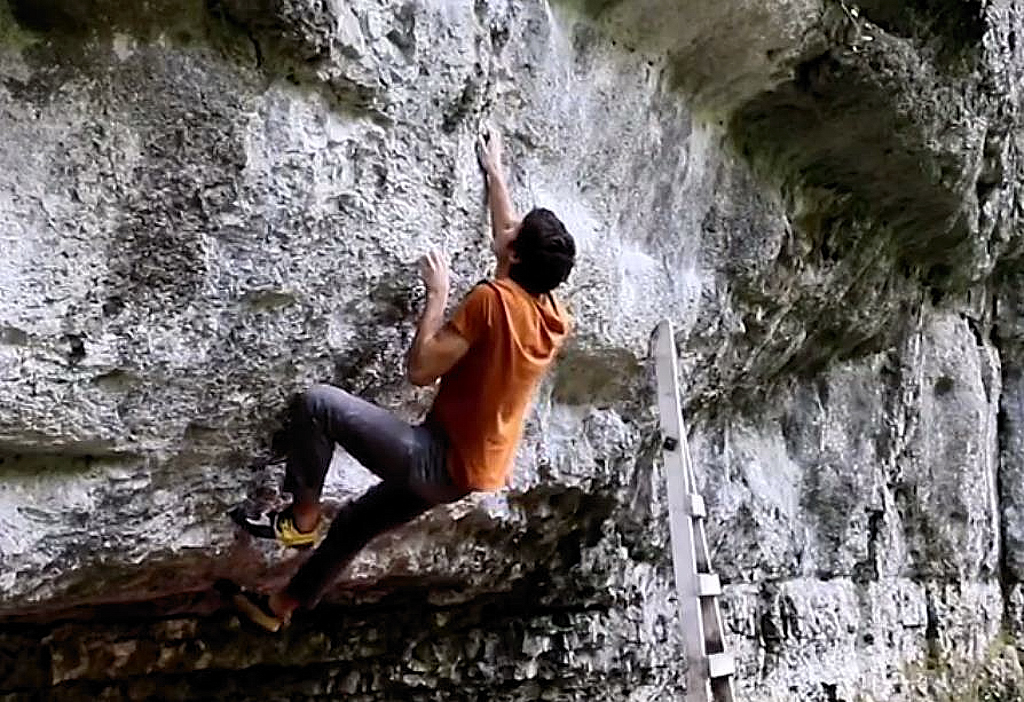 Billy Ridal on Superman Sit (Font 8b+). Video grab