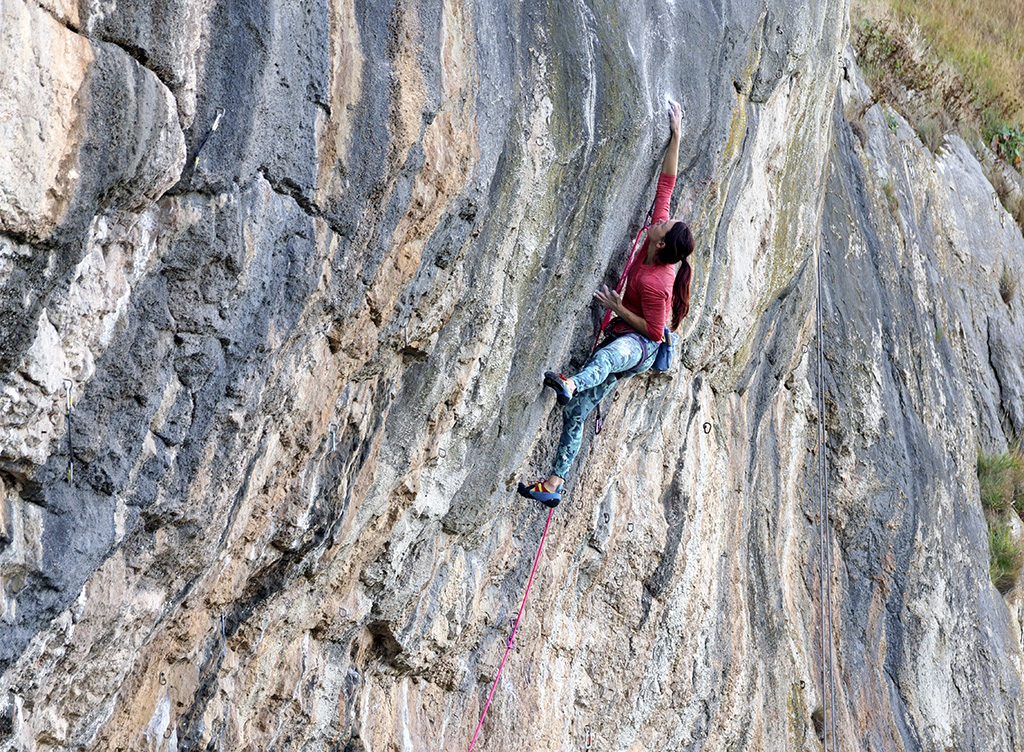 Emma Twyford on The Big Bang during one of her final attempts before repointing it. Photo: © David Simmonite