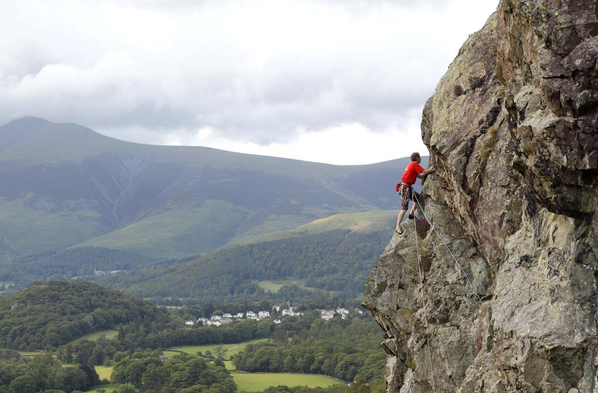 Trevor Suddaby high on Hedera Grooves (VS 4c),Lower Falcon Crag. Photo: © David Simmonite