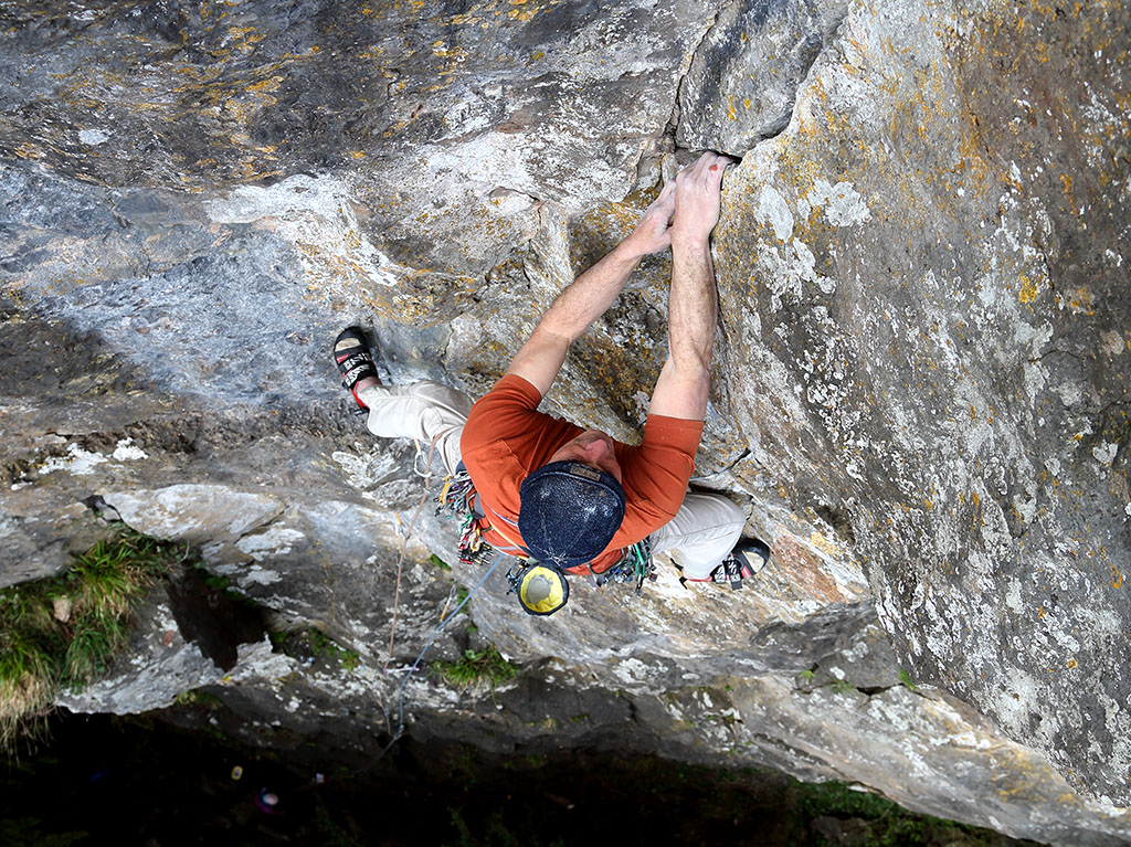 After a bold start, and having climbed out of the shadows, Tony Penning reaches the well-protected upper groove of Zulu (E2 5c) situated on the Right-Hand Crag. Photo: © David Simmonite