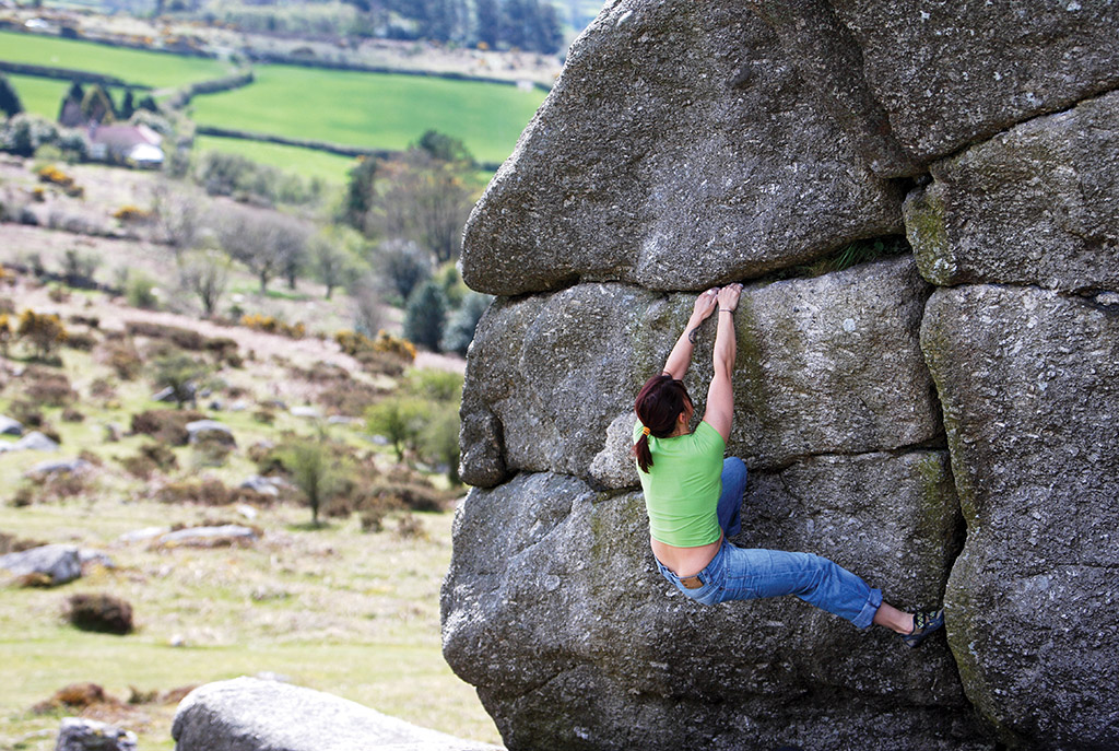 Meilee Rafe climbing The Trench Traverse (V1) on the Trench Boulder. Photo: © David Simmonite