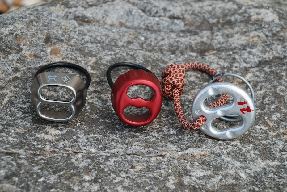 Common symmetrical belay devices